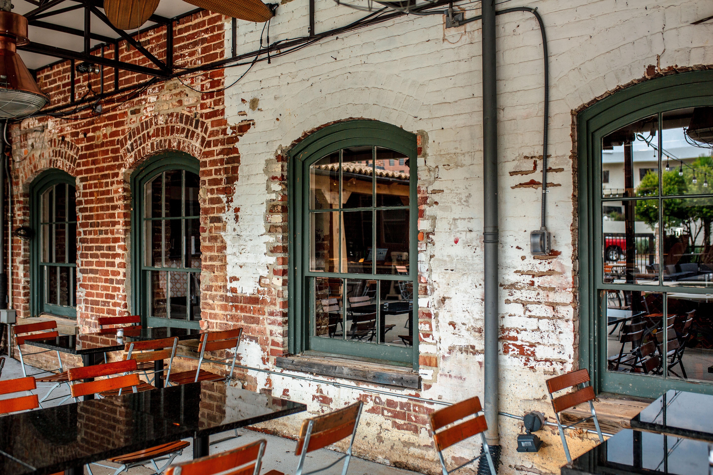 Outside Seating at Mulino Italian Kitchen & Bar. Photography by Jamie Robbins.